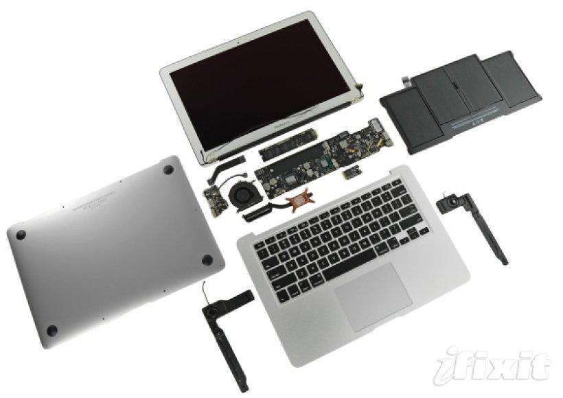 """Išardytas kompiuteris """"MacBook Air""""."""