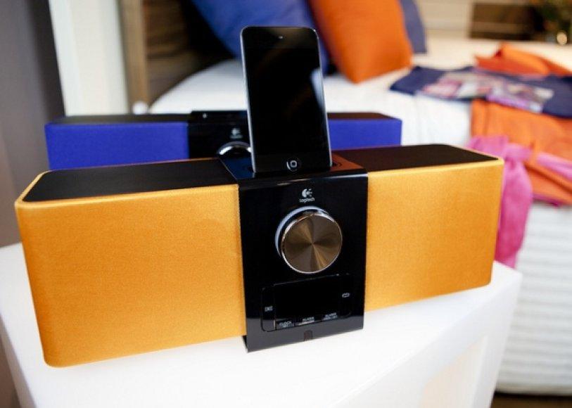 """Naujausios spalvų mados atstovas """"Logitech PureFi Express Plus"""" – norintiems suspindėti ir išvaizda, ir garsu."""