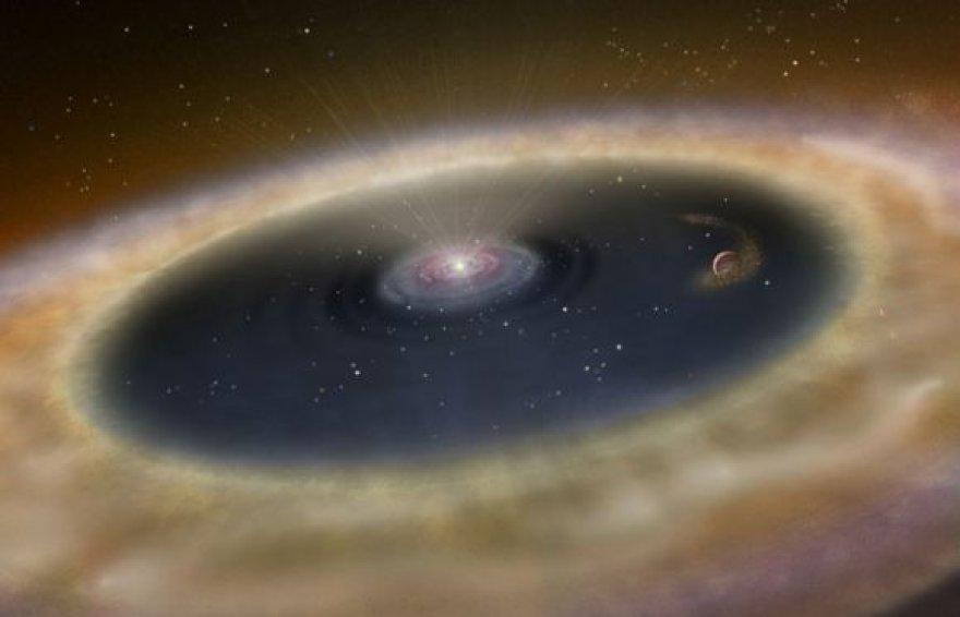 """Dailininko sukurta vizualizacija, kaip galėtų atrodyti jauniausia kada nors atrasta, dar besiformuojanti planeta """"LkCa 15 b""""."""