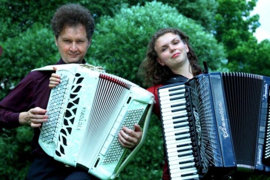 Akordeono festivalyje-seminare šįmet koncertuos svečiai iš Rusijos – duetas YAVA BAND.