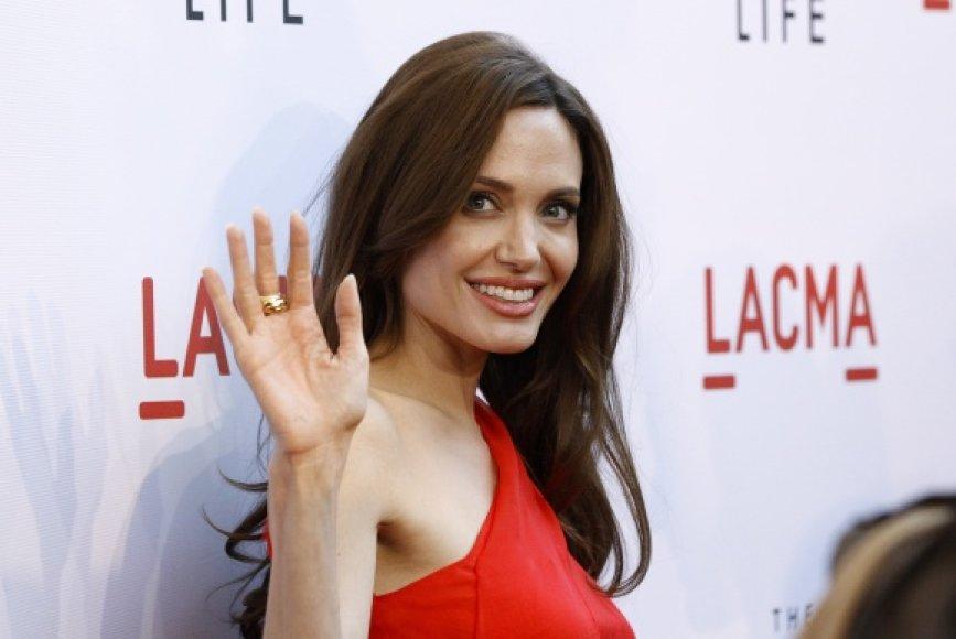 Angelina Jolie pripažįsta, kad Kambodža iš esmės pakeitė jos požiūrį į gyvenimą.