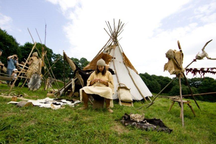 """Festivalis """"Gyvosios archeologijos dienos Kernavėje"""" šiemet bus surengtas tryliktąjį kartą."""