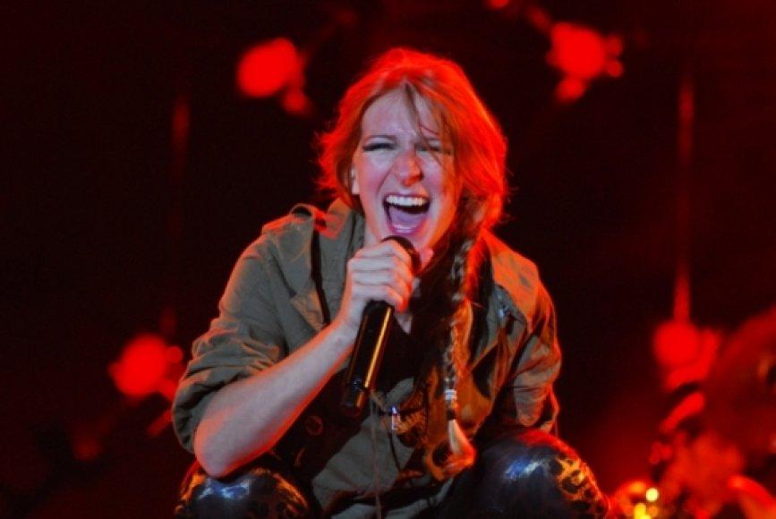 """""""Guano Apes"""" vokalistė Sandra Nasić Liepojos festivalyje """"Summer Sound""""."""