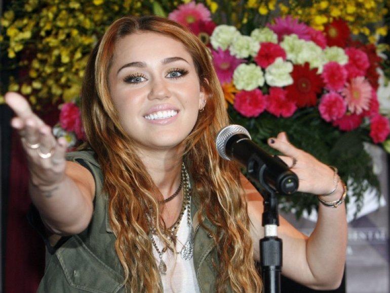 Miley Cyrus 2010-aisiais pateko į Holivude daugiausiai uždirbančių moterų dešimtuką.