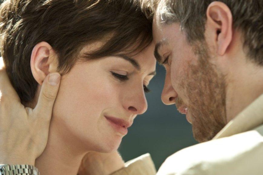 """Anne Hathaway romantinėje dramoje """"Viena diena"""""""