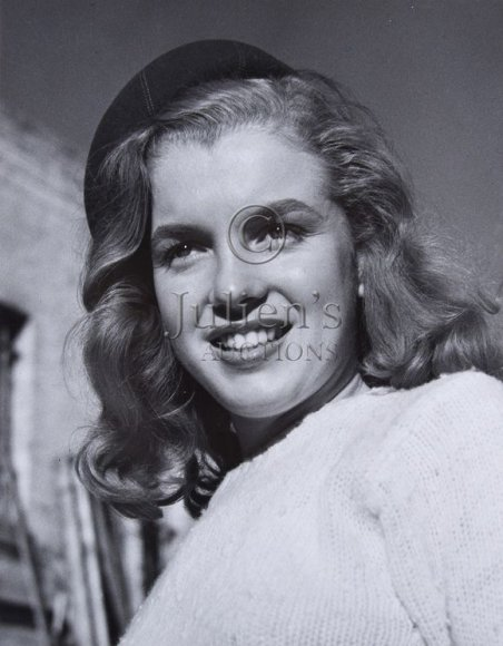 Marilyn Monroe 1946 m. Josepho Jasguro nuotraukoje.