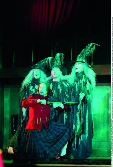 Vida Press nuotr./ Scena iš spektaklio, pastatyto Diuseldorfo Kapitolijaus teatre, 2006 m.