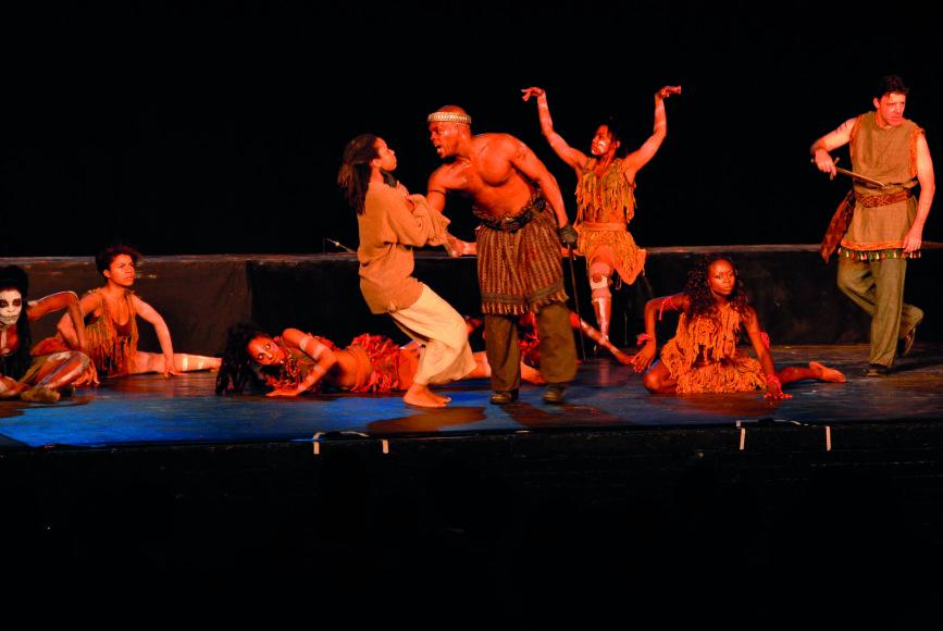 "Vida Press nuotr./Harlemo klasikinio teatro trupė vaidina ""Makbetą"" Niujorko parke, 2006 m."