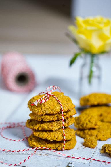Nidos Degutienės nuotr./Avižinių dribsnių ir morkų sausainiai
