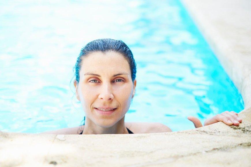 Vida Press nuotr./Moteris baseine