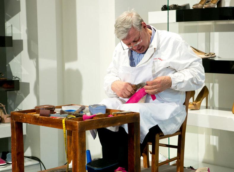 "Gretos Skaraitienės / 15min nuotr./""Salvatore Ferragamo"" batų siuvimo meistras"