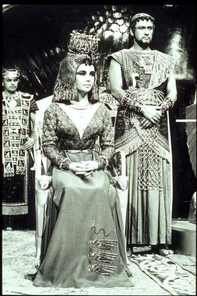 """Vida Press nuotr./Viena iš brangiausiai kainavusių masinių filmo """"Kleopatra"""" scenų"""