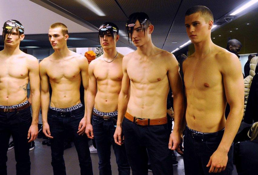 """Vida Press nuotr./""""Versace"""" 2017-2018 m. rudens-žiemos kolekcijos pristatymo užkulisiai"""
