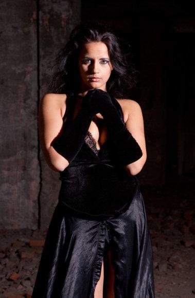 Vida Press nuotr./Moteris juoda suknele