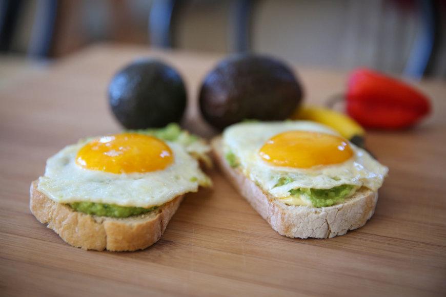 Skrebučiai su avokadu ir kiaušiniu