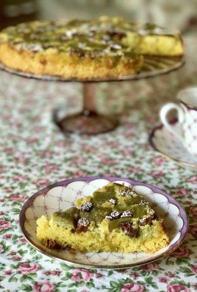 Rabarbarų pyragas su migdolais