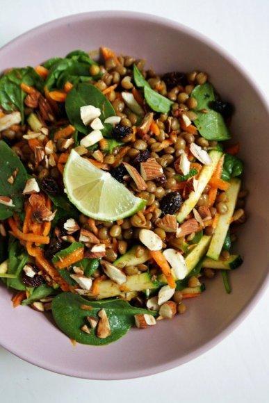 Rytietiškos lęšių-morkų salotos su žaliosiomis citrinomis