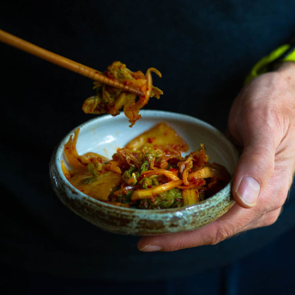 Kopūstų ir ridikų kimči salotos