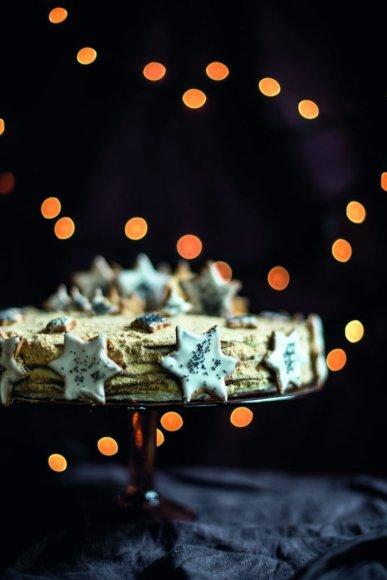 Medaus tortas su meduolių prieskoniais