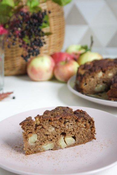 Veganiškas obuolių pyragas