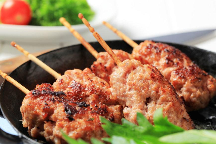 Mėsos kukuliai ant iešmelių