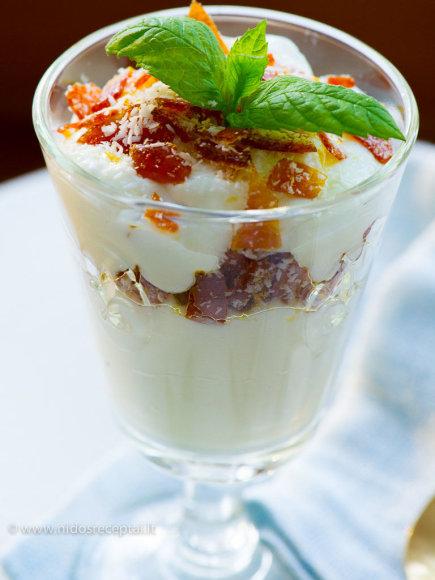 Nidos Degutienės nuotr./Graikiško jogurto ir kokosų desertas