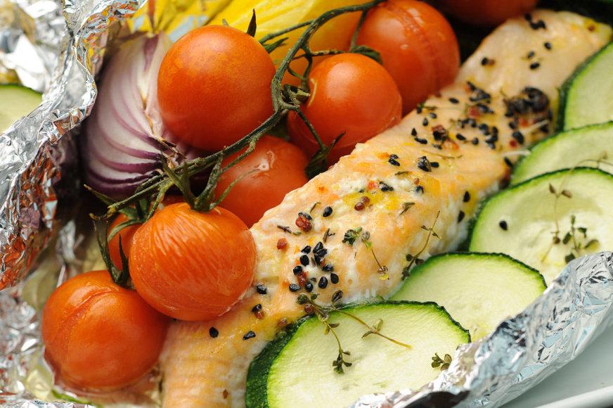 Kepta lašiša su daržovėmis
