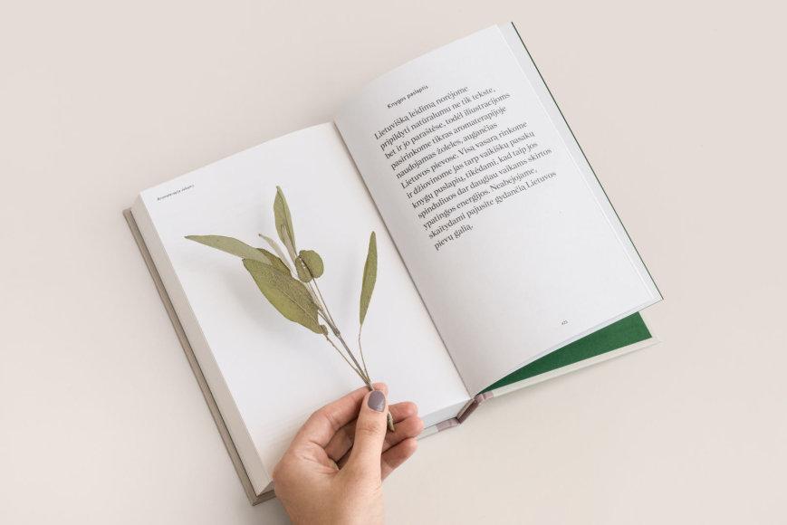 Leidyklos nuotr./Knyga apie aromaterapiją