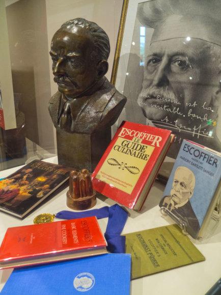 Vida Press nuotr./G.A.Escoffiero knygos ir jo biustas muziejuje