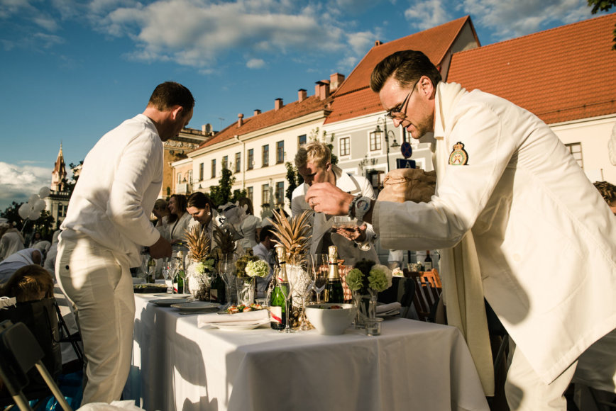 """Organizatorių nuotr./Piknikas """"Diner en Blanc"""""""