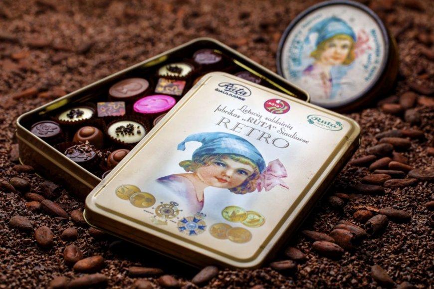 """""""Rūta"""" šokolado muziejaus nuotr. /Retro linijos šokolado pakuotė"""