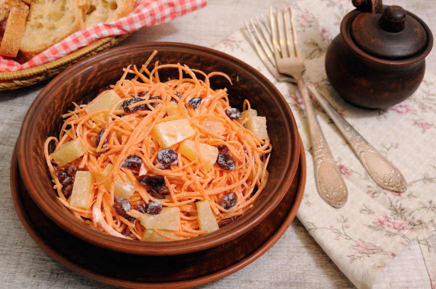 Morkų salotos su ananasais