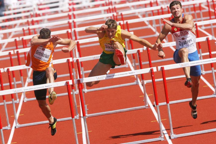 Antroji lengvosios atletikos čempionato iki 23 metų diena, rytiniai pasirodymai. Dešimtkovininkas Mantas Šilkauskas ir toliau gerina savo asmeninius rezultatus ir tarp dešimtkovininkų atsikovojo pirmąją vietą