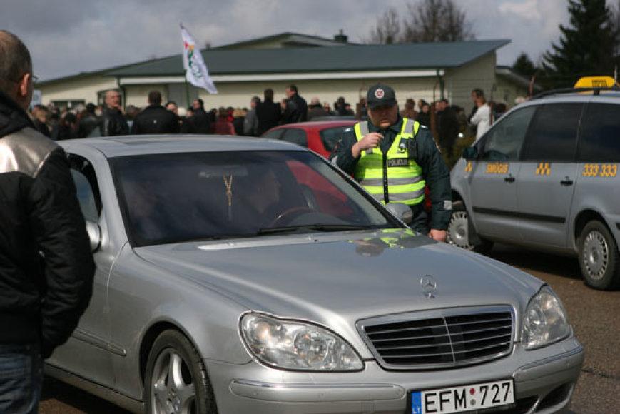 """Policija sulaikė  """"Mercedes"""" vairuotoją."""