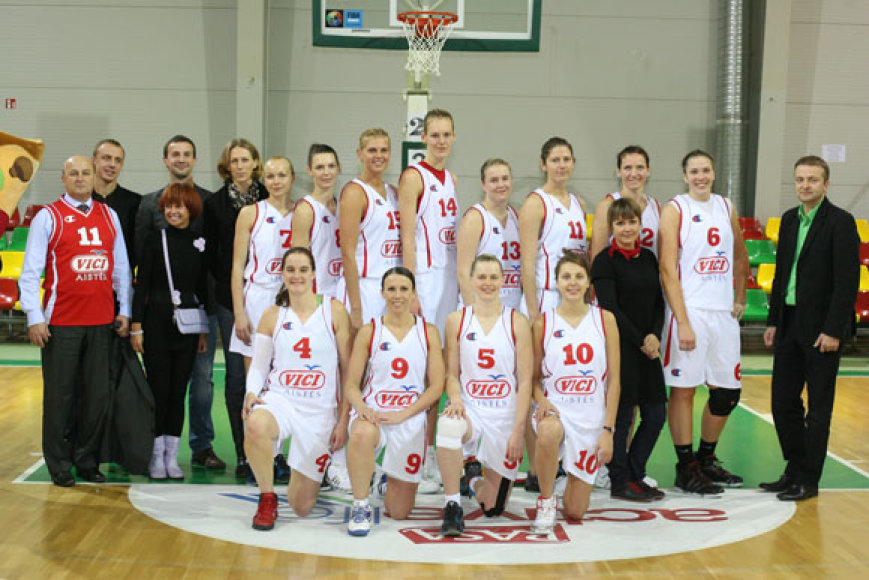 """Moterų komanda """"VIČI-Aistės"""""""