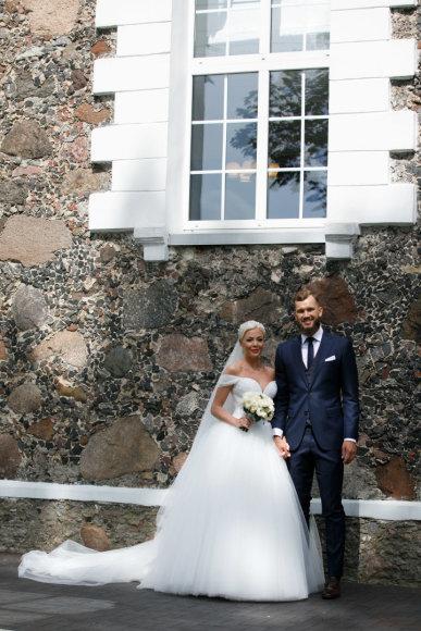 Eriko Ovčarenko / 15min nuotr./Simo Buterlevičiaus ir Gretos Milerytės vestuvių akimirka