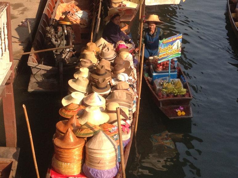 Karolio Barecko nuotr./Plaukiojantis Tailando turgus, skirtas turistams