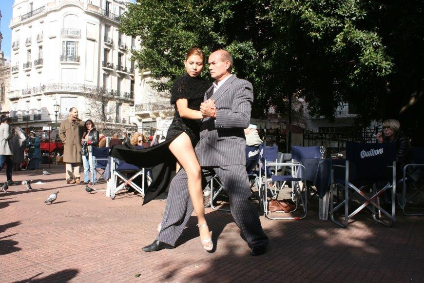 123rf.com/Buenos Airėse tango šokamas visur