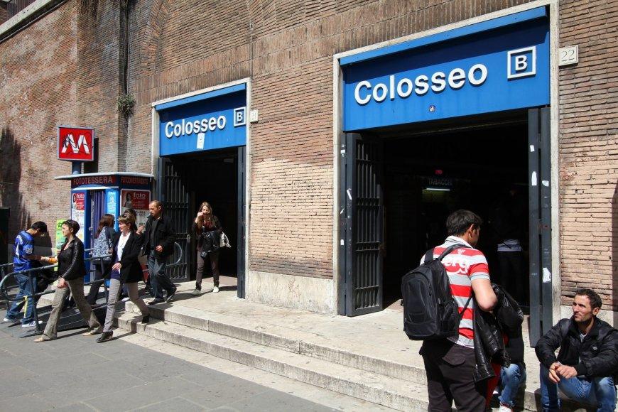 123rf.com nuotr./Įėjimas į metro Romoje