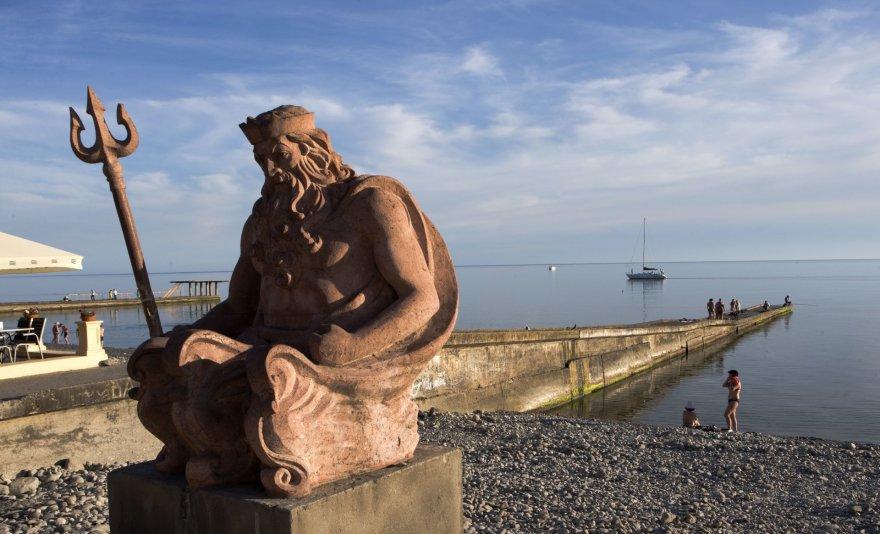123rf.com nuotr./Neptūno skulptūra Sočio paplūdimyje