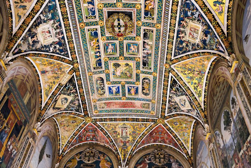 123rrf.com nuotr./Sienos katedros interjeras pilnas meno šedevrų