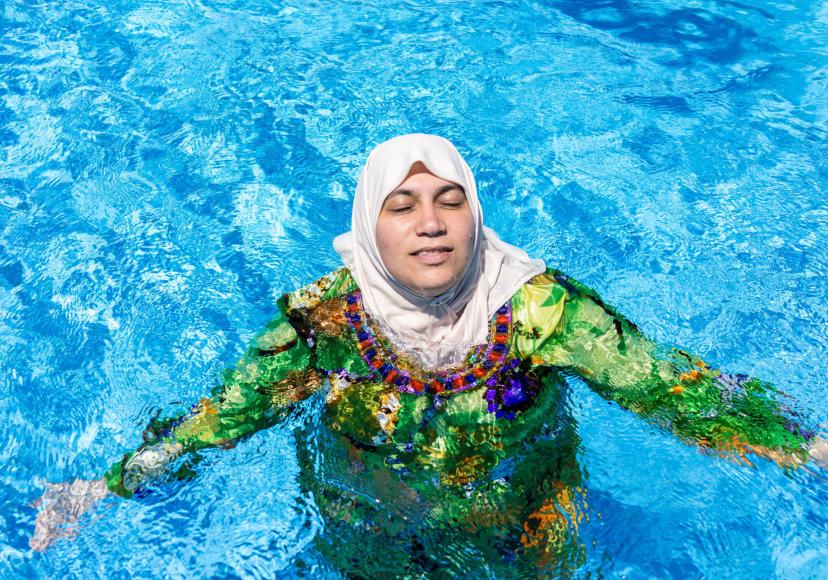 123rf.com nuotr./Moteris su burkini viešbučio baseine