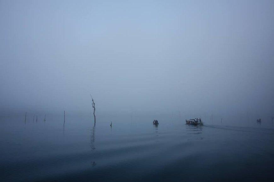 Karolio Žukausko nuotr./Cheow Lan ežere anksti ryte, kol rūkas dar nepakilęs