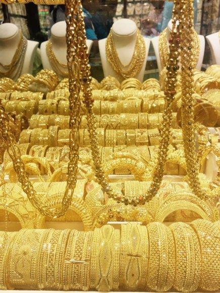 Vaidos Vincevičiūtės nuotr./Auksu žiba ne tik prekystaliai: Dubajuje auksas ir valgomas, ir geriamas su arbata