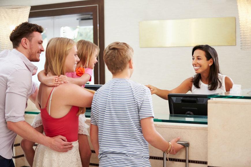 """Fotolia nuotr./Jei keliaujate su šeima, rinkitės """"Family"""" tipo viešbučius"""