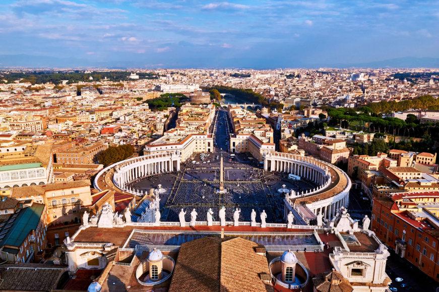 Fotolia.com nuotr./Romos panorama iš Šv. Petro aikštė Vatikane