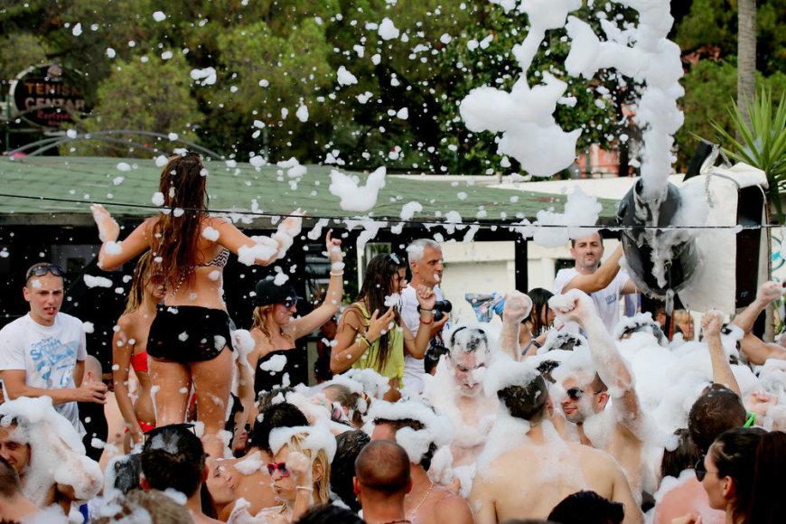 """""""Tez Tour"""" nuotr./Kipre populiarūs putų vakarėliai"""