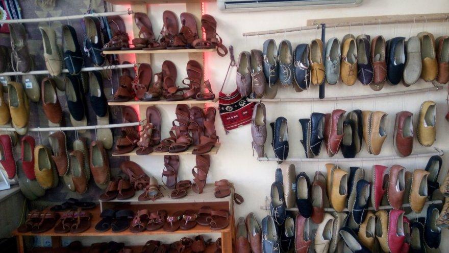 Autorės nuotr./Rankų darbo batų parduotuvė