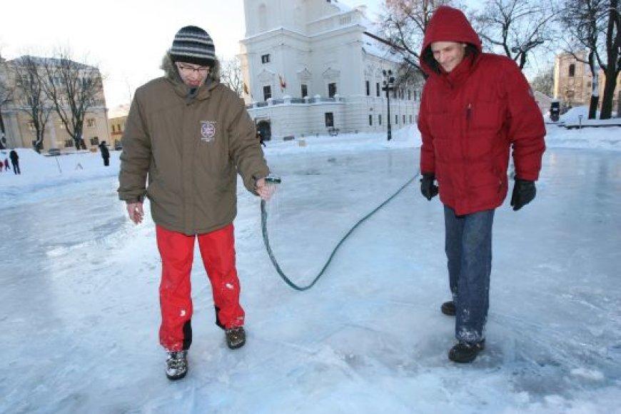 Ledo čiuožykla Kaune, Rotušės aikštėje, įrengiama ne pirmus metus.