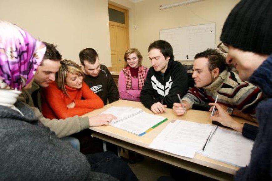 KTU rengtuose intensyviuose lietuvių kalbos ir kultūros kursuose mokėsi jaunuoliai iš Prancūzijos, Italijos, Vengrijos, Turkijos ir Lenkijos.
